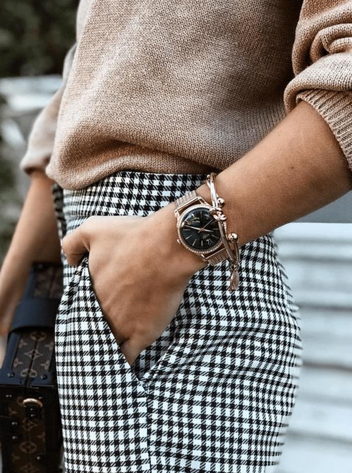 outfit met gouden horloge