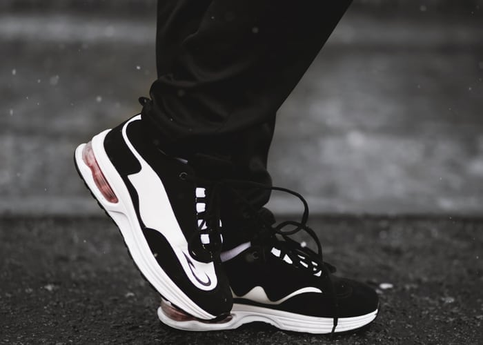 Grove zwarte sneakers - trend ss2018