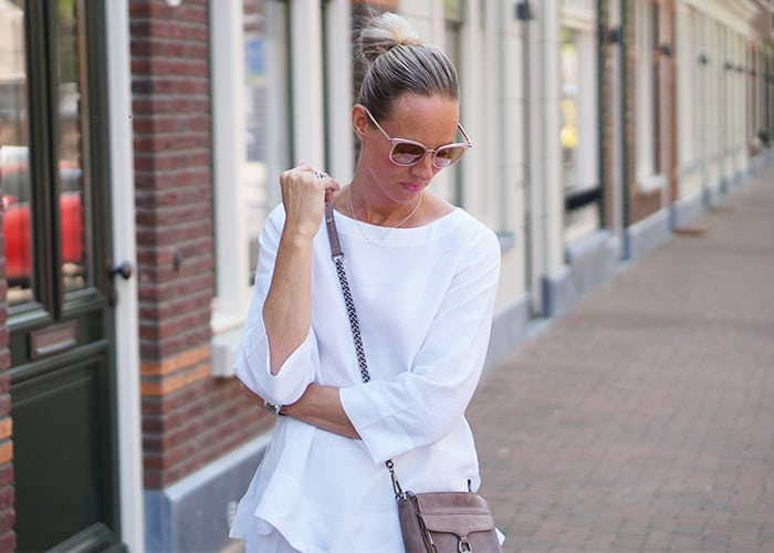 Wit oversized shirt met mijn favoriete sunglasses