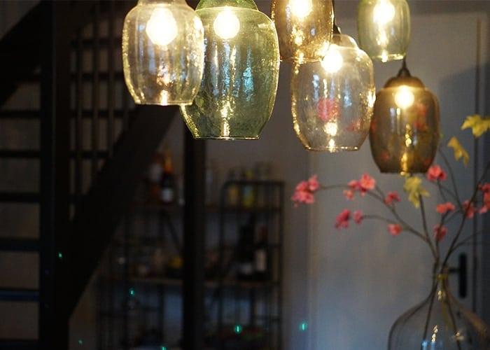 lampen boven de eetkamertafel